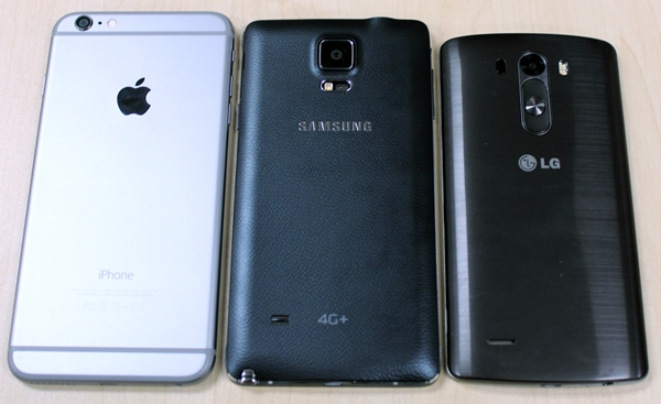 The rear view of the phablets. <br>From left to right: Apple iPhone 6 Plus, Samsung Galaxy Note 4 and the LG G3.