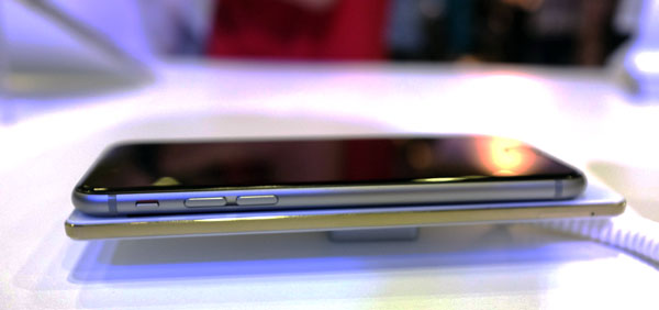 The Oppo R5 makes the 6.9mm iPhone 6 look positively fat in comparison.