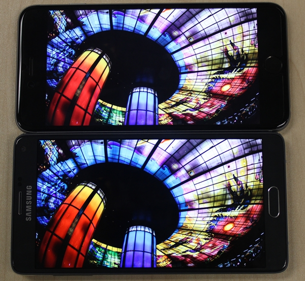 The display of the Samsung Galaxy Note 4 (bottom) delivers richer colors and looks more saturated compared to that of the Apple iPhone 6 Plus (top). Look closely at the reddish orange and purple hues at the bottom left corner of the displays.