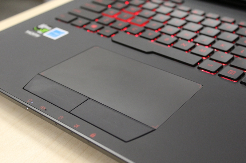 The trackpad sits flush against the chassis and it also has its separate mouse buttons so you can choose whether you want to double tap or use a button for mouse selection.