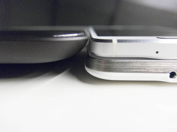 Effectively, the thickness of the docking station is more than PadFone S and Galaxy Alpha combined.