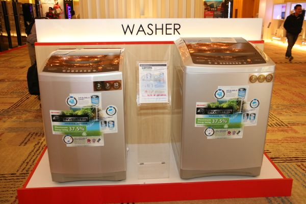 Sharp washers, also featuring J-Tech.