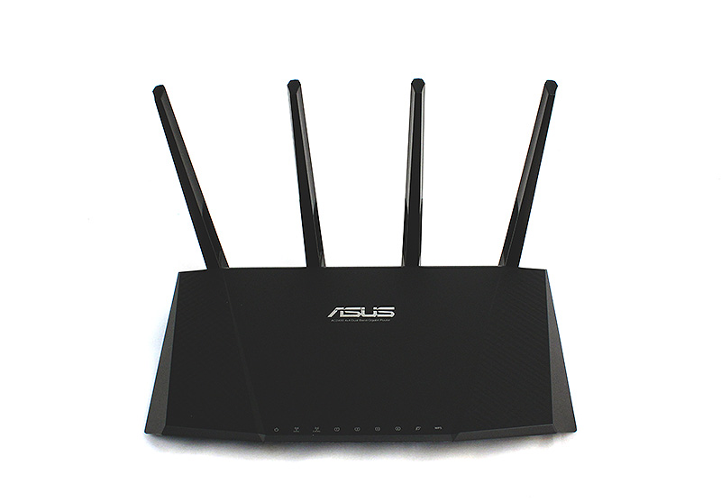 The ASUS RT-AC87U is the company's latest flagship router and it looks absolutely menacing.