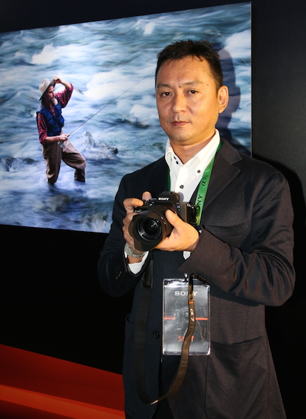 Satoshi Hatano, MD of Sony Malaysia, poses with the A7 II and a picture that was taken with the camera.