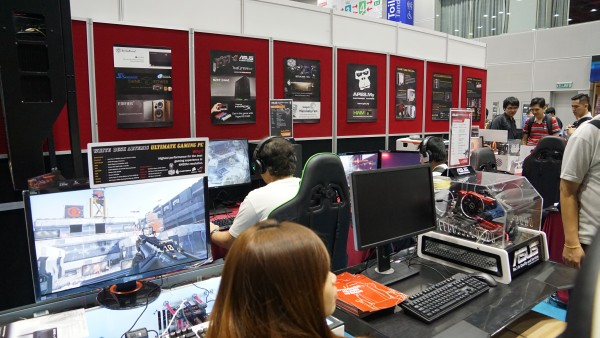 Our favorite custom PC builders, APES.my, was back for the PIKOM Fair (III). They even brought out the Vector desktop PC (below).