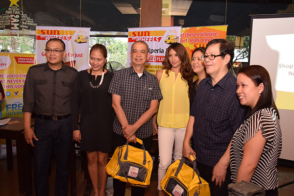 Sun Cellular executives and Solenn Heussaff launched the Sun Shop on Wheels at Eastwood City.