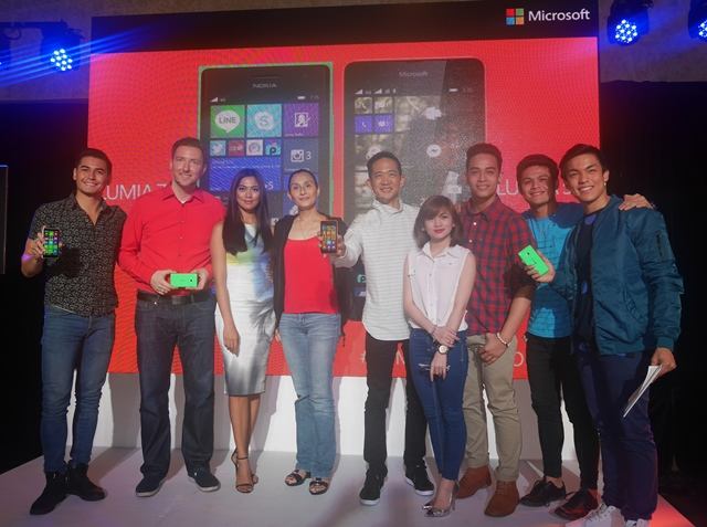 Celebrities, together with the Microsoft executives, pose with the new Lumia 535 Dual SIM and Lumia 735.