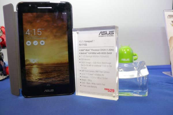 A tablet at heart, this model supports dual 3G SIM cards.