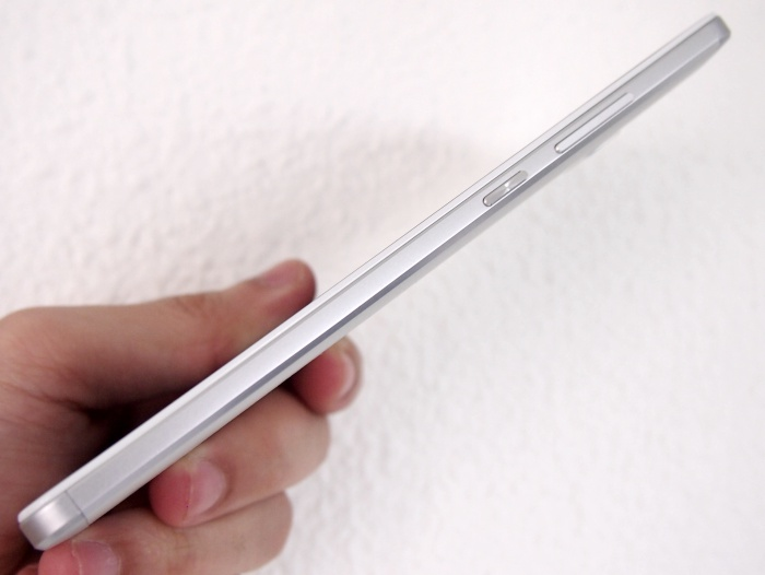 The Ascend Mate 7 is actually quite slim for its form factor. Seen here are the volume controls and power button.