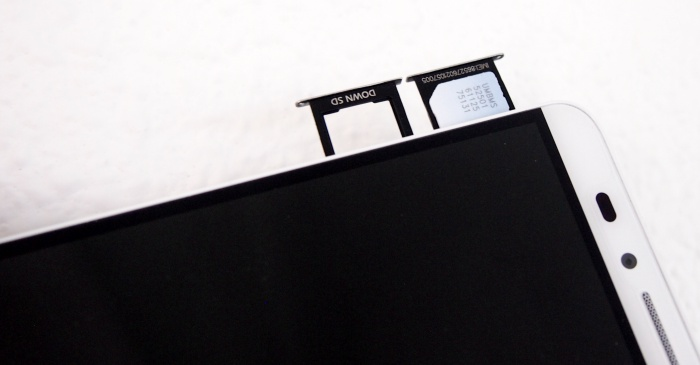 You will see the microSD and micro-SIM card slots on the left side of the device. A pin is required to eject the card trays.