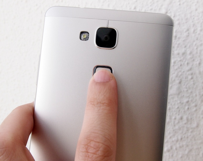 Placing the fingerprint sensor on the rear makes sense when you are using the phone, but not when it is placed on a surface.