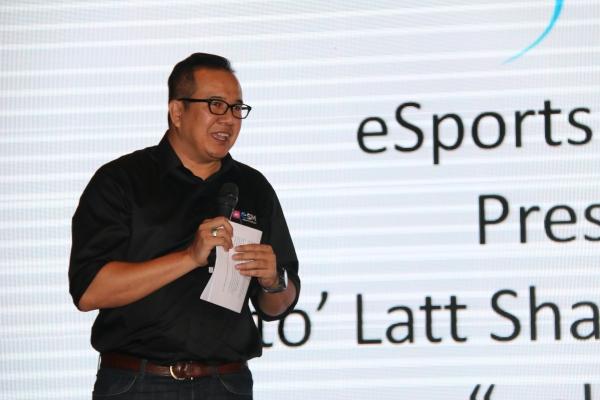 The President of eSports Malaysia, Dato' Latt Shariman Abdullah giving his speech at the launch.