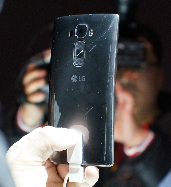 The back view of the silver edition of the G Flex 2 is similar to its predecessor, but it now has a metal spun look although the rear is still mostly polycarbonate. However, unique to LG is the specific material and lacquer finish used to give the phone self-healing properties. Note that its self-healing back has also improved in terms of speed of recovery.