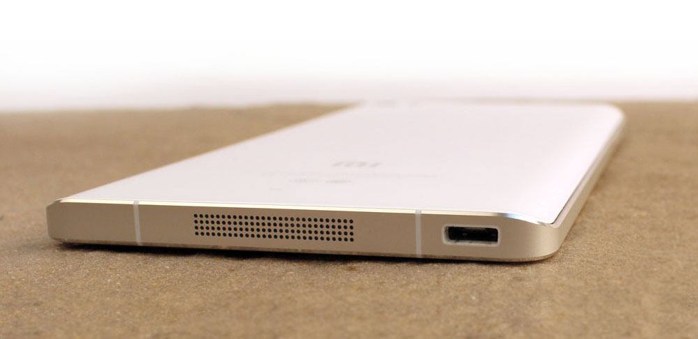 The rear curve reminds us a bit of the front of the Samsung Galaxy Note Edge.