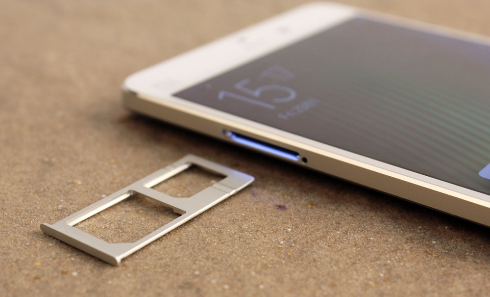 The dual SIM tray holds both a micro and nano SIM card.