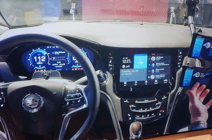 In this Chevrolet car demo at Qualcomm's booth, it's showcasing their Snapdragon 800-series processor powering up the various dashboards and car infotainment systems. Looks like the NVIDIA Tegra X1 has company.