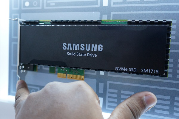 Samsung's premium PCIe based SSD solution, the SM1715 (HHHL).