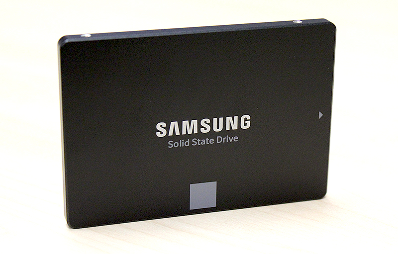 The SSD 850 Evo is Samsung's mainstream 3D V-NAND SSD and stores 3 bits of data per cell.