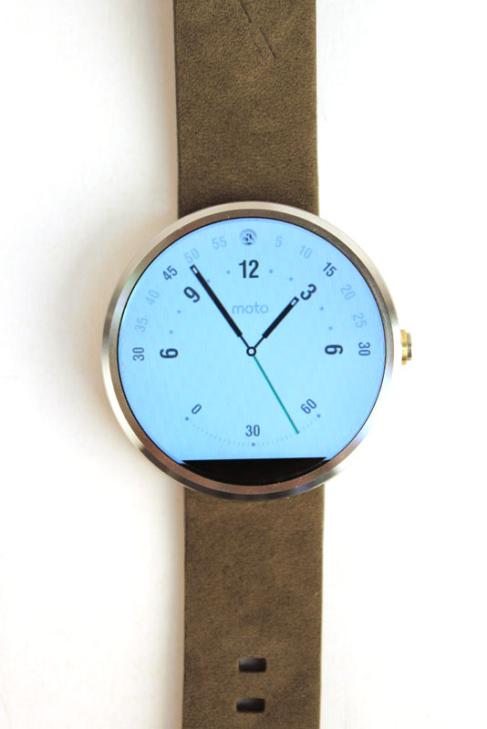 Due to the ambient light sensor at the bottom of the display, white watch faces don't look very good on the Moto 360.