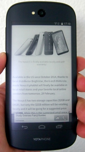 This is how reading a webpage looks like on the 4.7-inch EPD of the YotaPhone 2.
