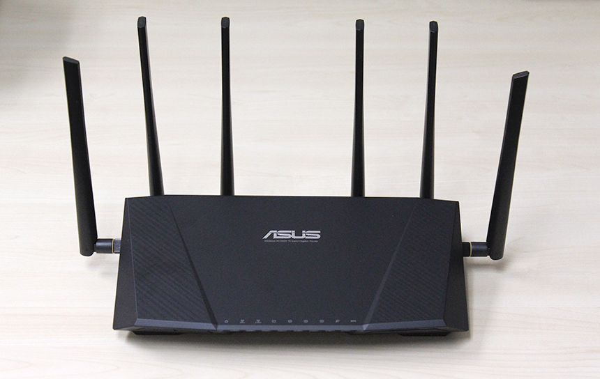 The new ASUS RT-AC3200 router looks just like the older RT-AC87U but with two more external antennas. We think it looks a little ridiculous.