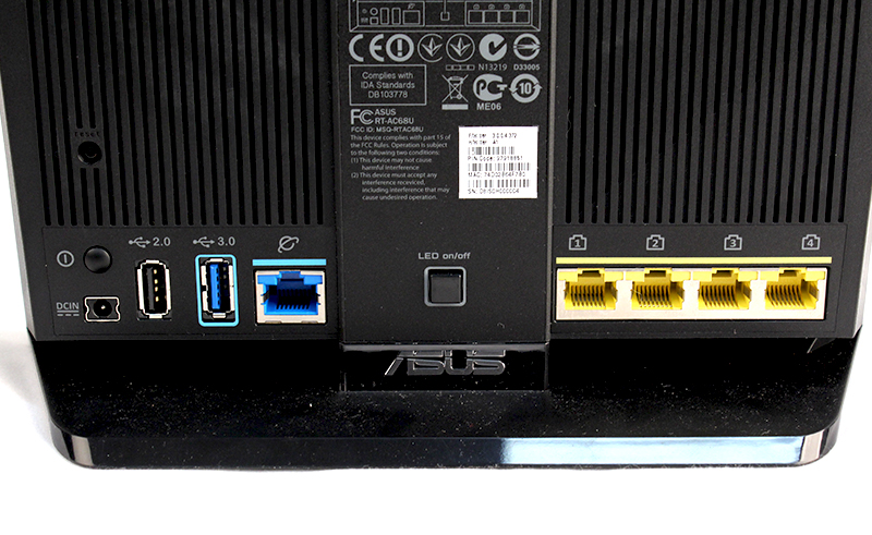 All the Gigabit Ethernet LAN and WAN ports as well as USB ports are located behind the router. The WPS setup button is located by the side.