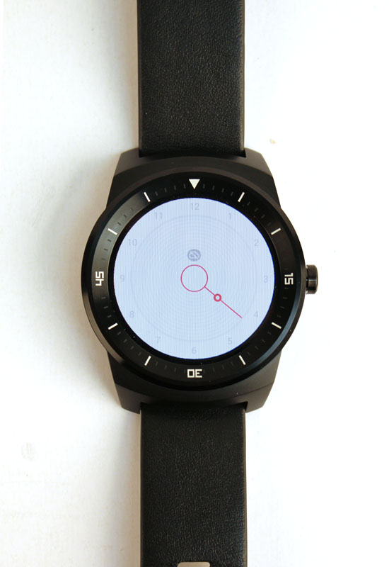 Unlike the Moto 360, the G Watch R boasts a perfectly circular display, which looks much nicer for white displays.