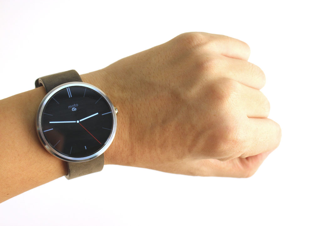 The Moto 360 is definitely one of the sleekest and sexiest smarwatches available right now.
