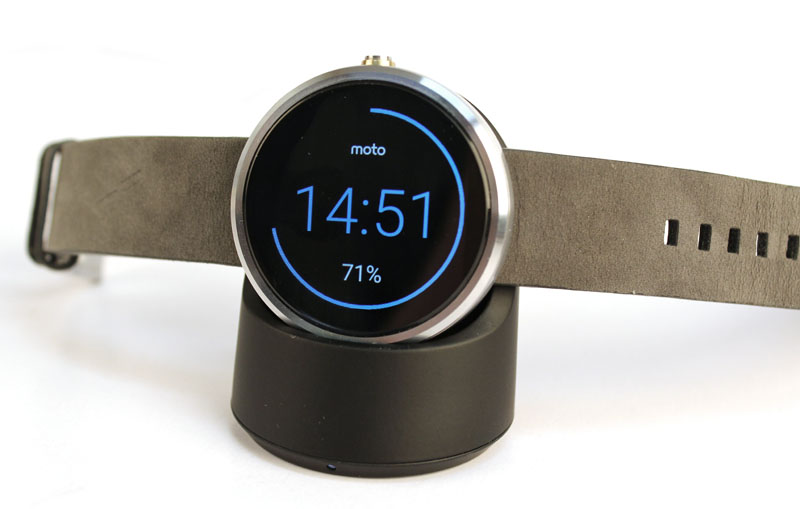The Moto 360 has the simplest charging stand. Just pop it on the cradle and it will start charging up. As a bonus the display will also rotate.