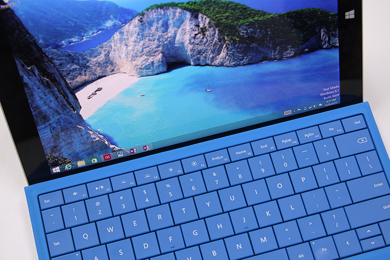 Again, the Type Cover for Surface 3 has this double-fold hinge that allows it to attach to the bottom bezel of the tablet, thus tilting the keyboard at an angle for more comfortable typing.