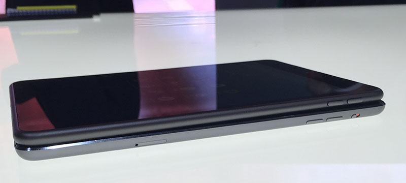The N1 lacks the chamfered bezel of the iPad Mini, opting for a smooth rounded edge instead, similar to the iPhone 6.