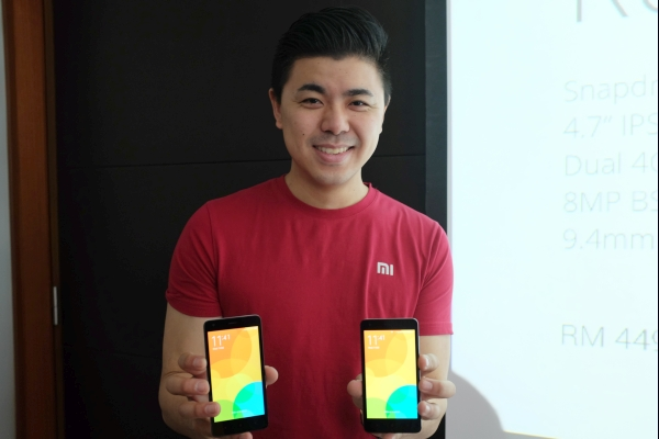 Xiaomi Global's Donovan Sung with the Redmi 2 phones.