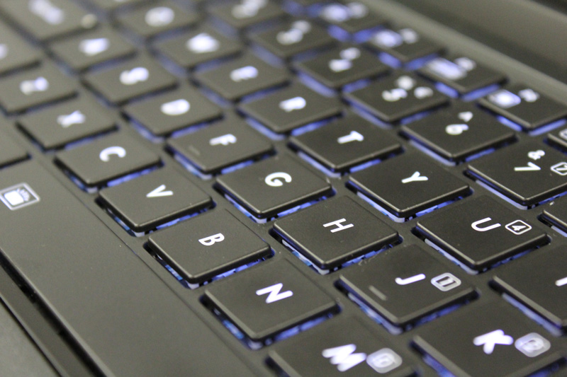The shallow keyboard from the Aorus X7 Pro also makes an unwelcome return on the X3 Plus V3.