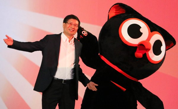 Jerry Shen, CEO, ASUS on stage with the new ZenFone mascot, Zenny.