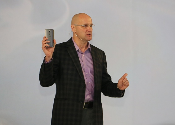 Robby Swinnen, President and General Manager, Intel Asia-Pacific and Japan region on stage explaining Intel's role in its partnership with ASUS.