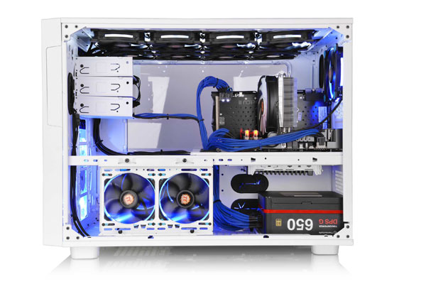 The two-chamber design allows for optimal space management and cooling performance. (Image Source: Thermaltake)
