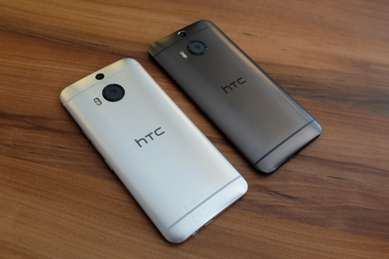 The Gold on Silver HTC One M9+ next to the Gunmetal Gray variant. The rear camera is now a 20MP Duo Camera with sapphire cover lens. The hairline brushed finishing on the rear chassis is the result of up to 300 minutes of machining, polishing and anodizing.