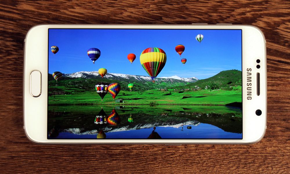 Samsung never fails to impress when it comes to the display, and the S6 boasts one of the best.