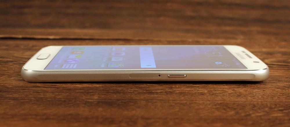 Yep, Samsung has finally transitioned to a nano-SIM.