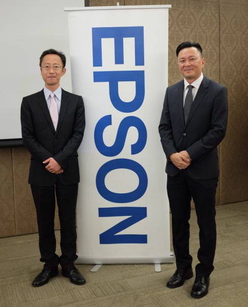 From L-R: Shimizu Tomoya, Country Manager, Epson Malaysia, and Danny Lee, General Manager, Sales and Marketing Division, Epson Malaysia.
