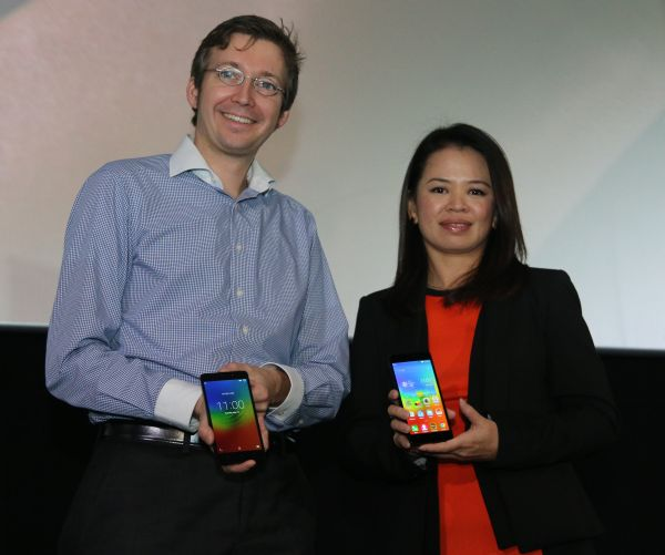 Christian Nill, Chief Commercial Officer, Lazada Malaysia, and Foo Mun Yee, Country Lead, Lenovo Smartphone, Malaysia, at the launch of the Lenovo A7000.