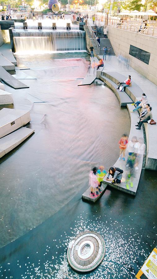 Cheonggyecheon stream, 28mm at f/1.8, 4 sec, ISO 50.