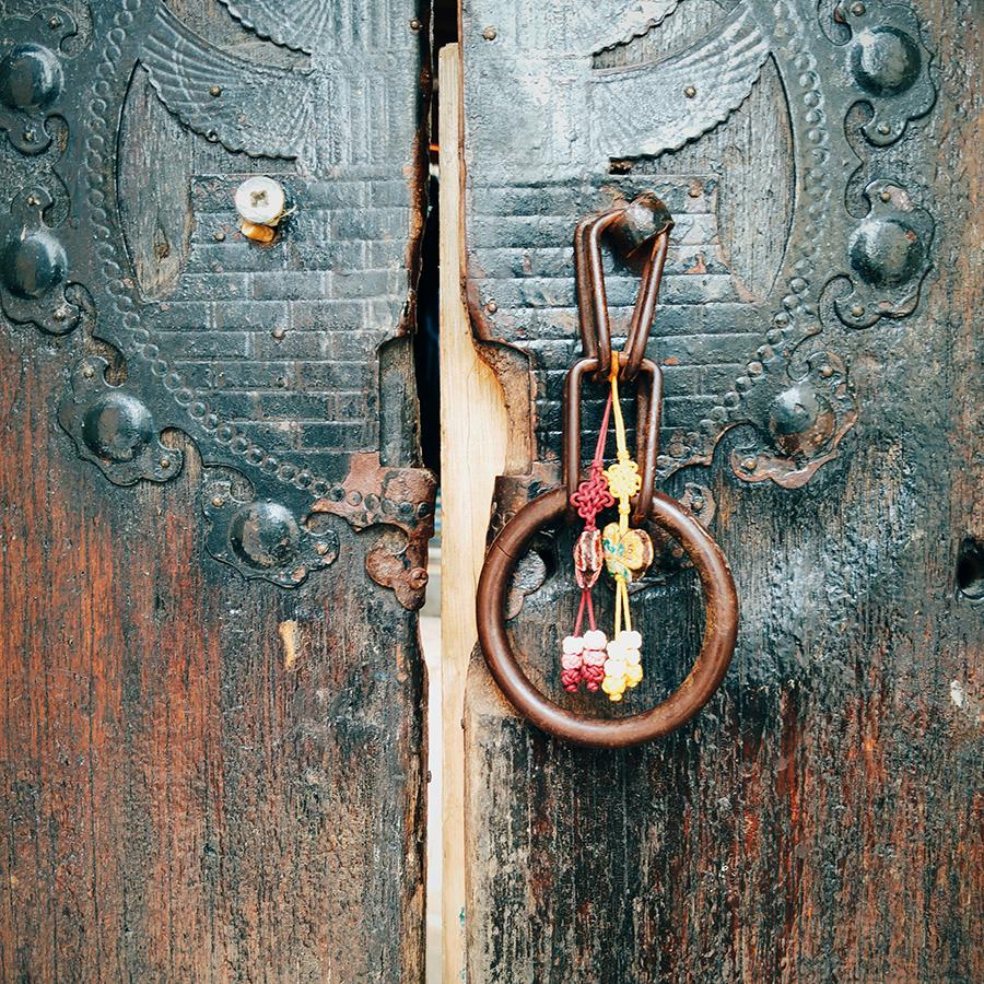 Detail of door, 28mm at f/1.8, 1/40 sec, ISO 50.