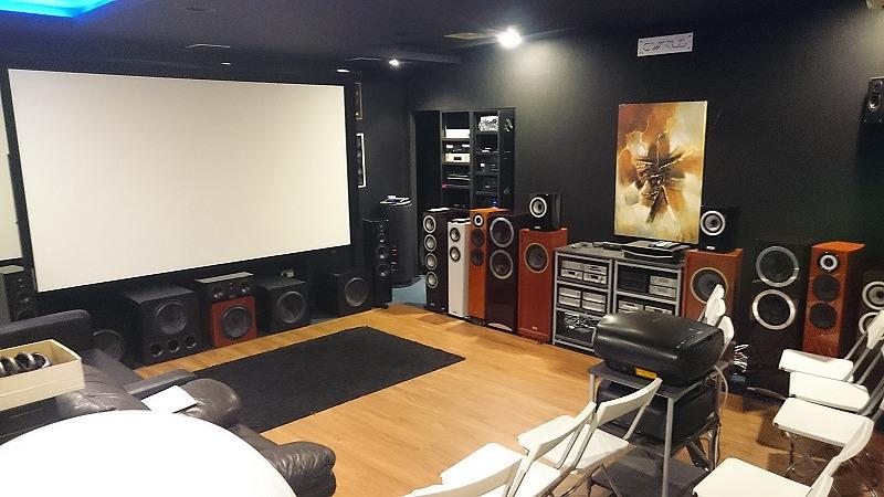KEC's showroom with a Stewart Filmscreen CIMA White Wallscreen.