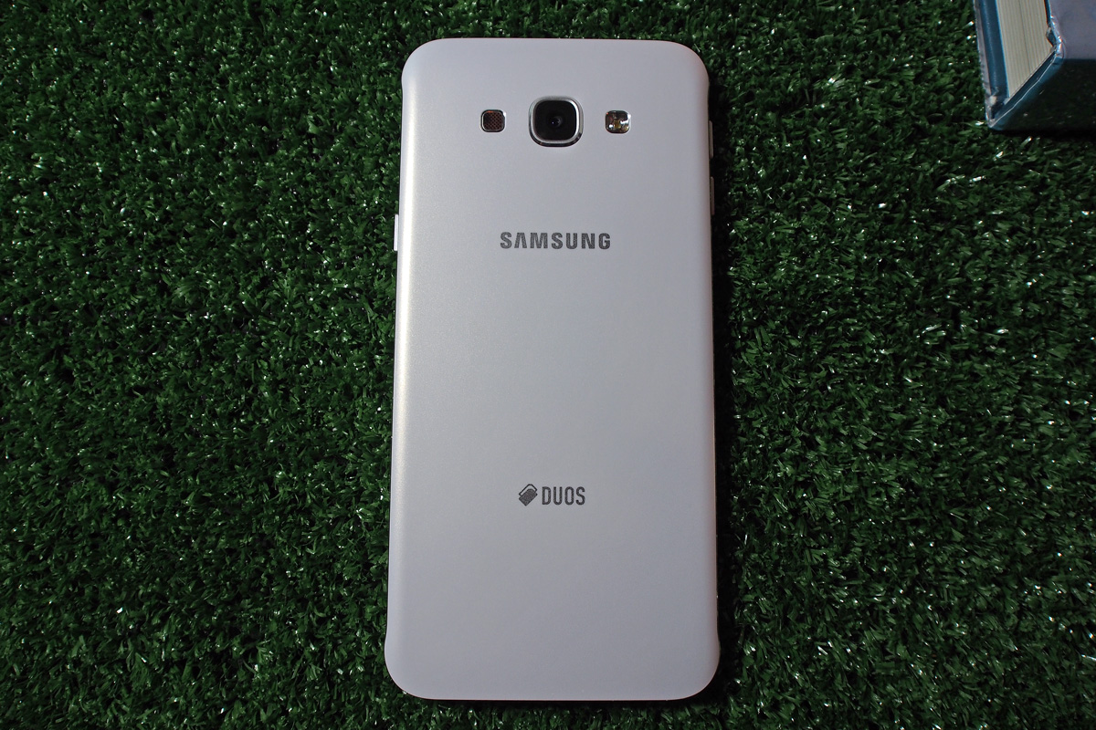 The back-cover of the Galaxy A8 4G+ with the DUOS logo that indicates the phone's dual SIM capabilities.