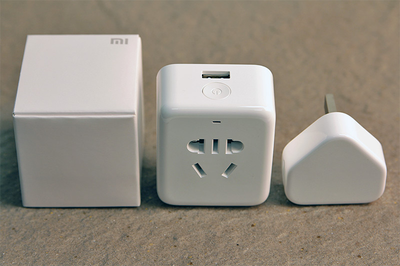 The Mi Plug (middle) beside the box it comes in and a regular iPhone USB power adapter.
