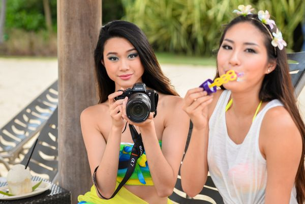 Even these ladies found the A7R II to be irresistable