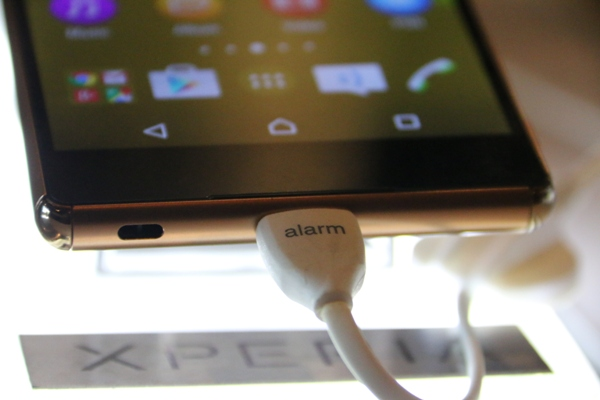 The Xperia Z3+ does away with the cap over the USB port and still maintains its IP68 rating.