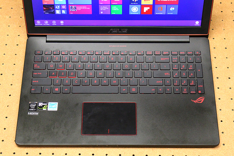 We wished that ASUS would have given the ROG G501 macro keys as they can come in handy in certain games.