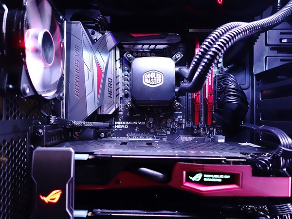 Here's a closer look at the components of the MasterCase 5 Pro gaming system.